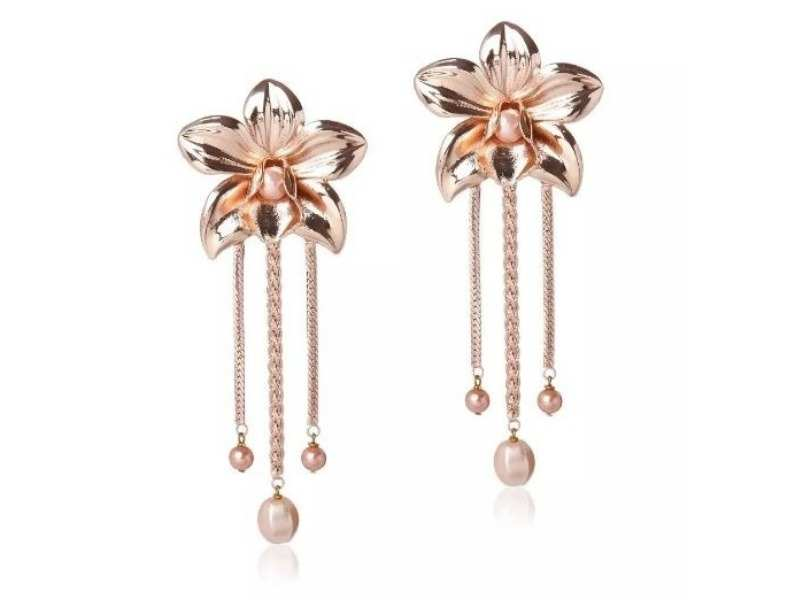 These earrings will help add a dash of charm to all your festive attires