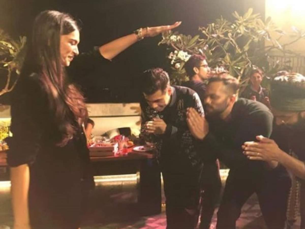 Ranveer Singh explains the story behind Deepika Padukone's blessing photo that went viral