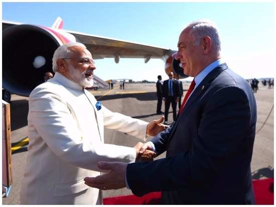 Twitterati's meme Modi and Netanyahu's beach pictures