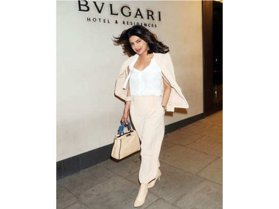 742855ae1e Priyanka Chopra works our favourite colour combination in the sharpest way  ever! Her Fendi bag ...