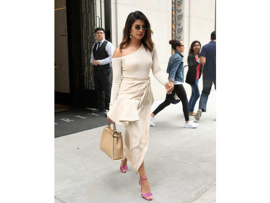 14bc4db2b8b46 Priyanka Chopra might be making headlines for her rumoured relationship  with singer, Nick Jonas. However, we think her recent sartorial turnout  deserves the ...